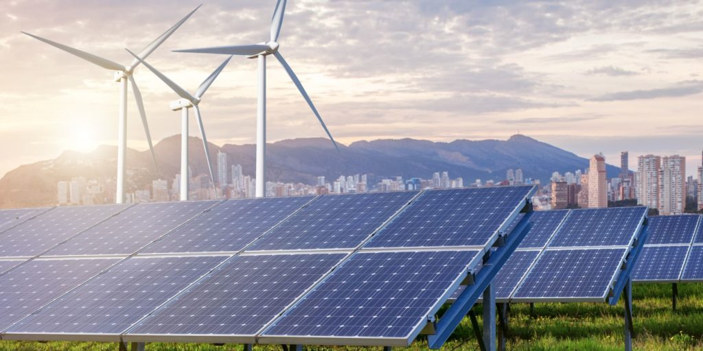 Conda_photovoltaik_windkraft_pv_wind_berge_stadt-1024x512