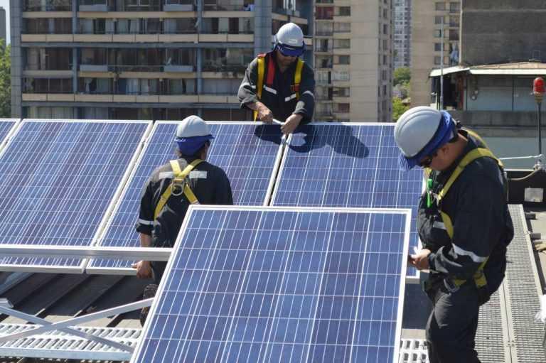 2.-Instalación-de-sistema-fotovoltaico-en-el-GAM-de-Santiago-Copy-768x511